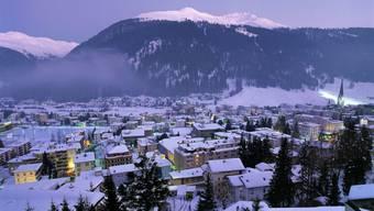 In Zeiten von sinkenden Übernachtungszahlen und immer weniger Skifahrern ist das Weltwirtschaftsforum zum Rettungsanker für die Davoser Hotellerie und das Gewerbe geworden.