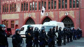 Die Polizei sichert das Grossratsgebäude in Basel