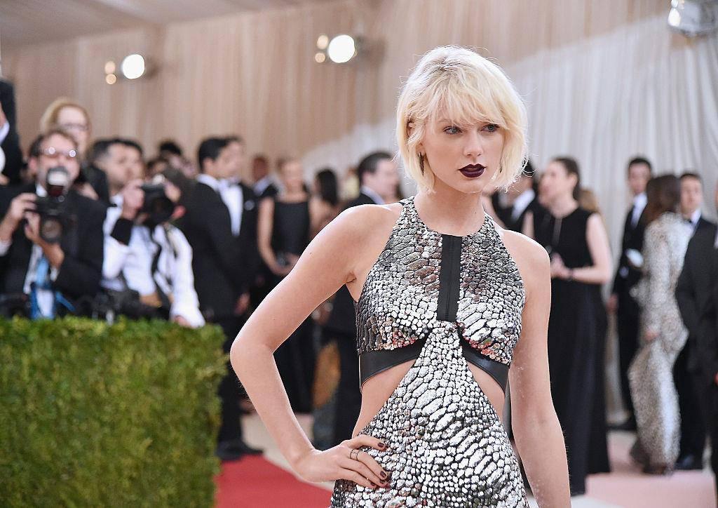 Taylor Swift anlässlich einer Modeveranstaltung. (© Getty Images/Mike Coppola)