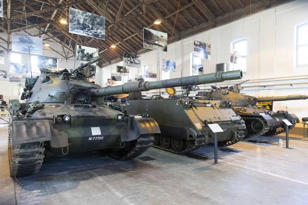 In dem Museum stehen ausgediente Panzer.