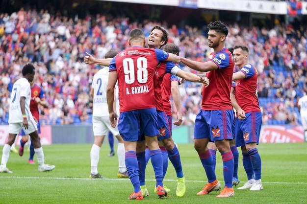 Der FCB hat nach dem 3:0 gegen Luzern Grund zur Freude: Er grüsst weiter von der Tabellenspitze.