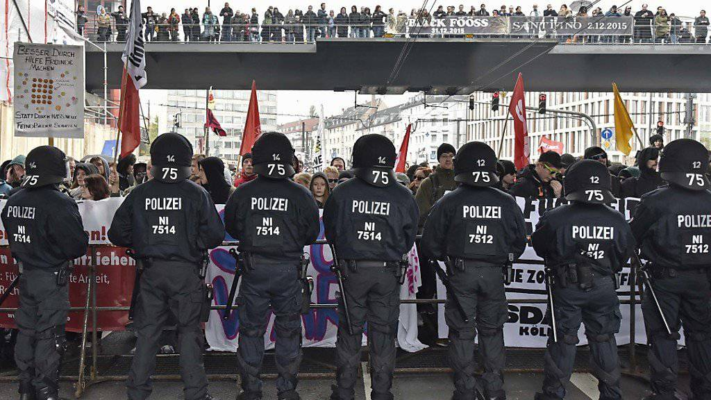 Die Polizei hat am Wochenende rund um die Fussballspiele viel zu tun
