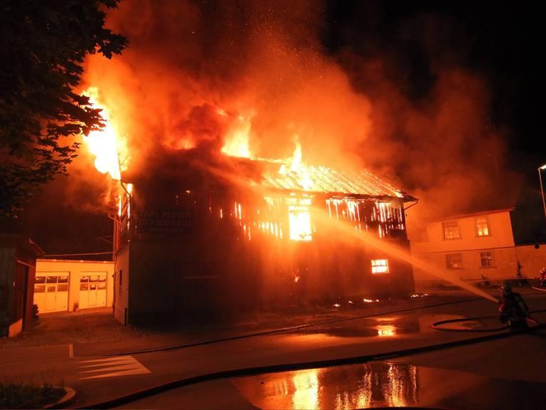 Diese Scheune in Sargans brannte im Sommer 2016 einige Male. Dahinter soll der Feuerteufel von Sargans stecken.