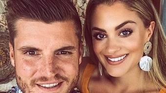 """Die neue """"Glanz&Gloria""""-Moderatorin Jennifer Bosshard und der Fussballer Pascal Schürpf haben sich nach fünf Jahren Beziehung in den Ferien in Italien verlobt. (Instagram)"""