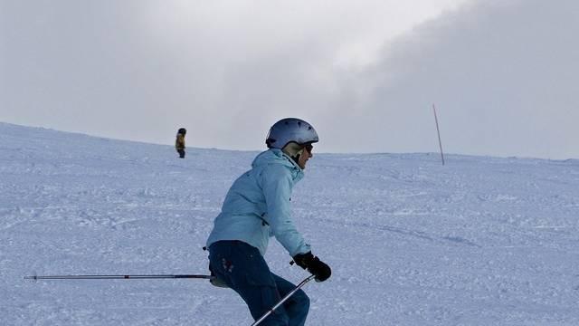 Ein Schneebrett ist auf eine Skipiste in Crans-Montana niedergegangen (Symbolbild)