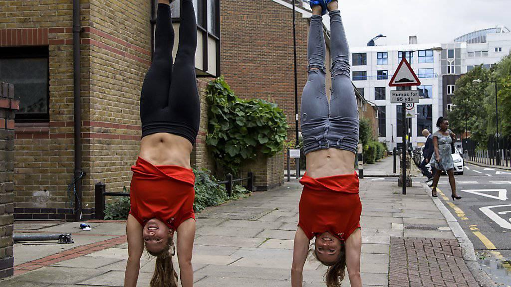 Die Stabhochspringerinnen Angelica Moser und Nicole Büchler eröffnen aus Schweizer Sicht die Weltmeisterschaften in London