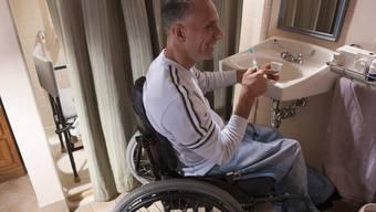 Rollstuhltaugliche Badezimmer wie dieses gibt es in Limmattaler Hotels nur im «Ticino-Sommerau» in Dietikon, wo 2012 eines der Zimmer umgebaut wurde.