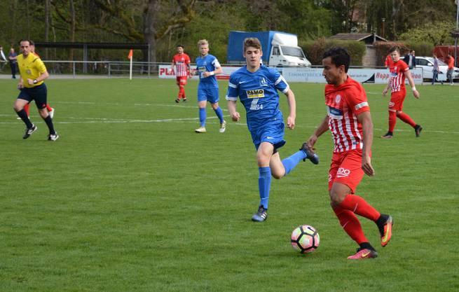 Luca Senincanin sorgt für Druck über die linke Angriffsseite.