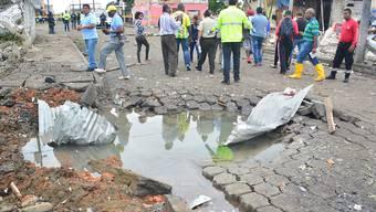 In Ecuador verübten Unbekannte einen Anschlag auf eine Polizeiwache. 28 Menschen wurden leicht verletzt, als die Täter vor der Polizeistation in San Lorenzo ein mit Sprengstoff beladenes Auto explodieren liessen.