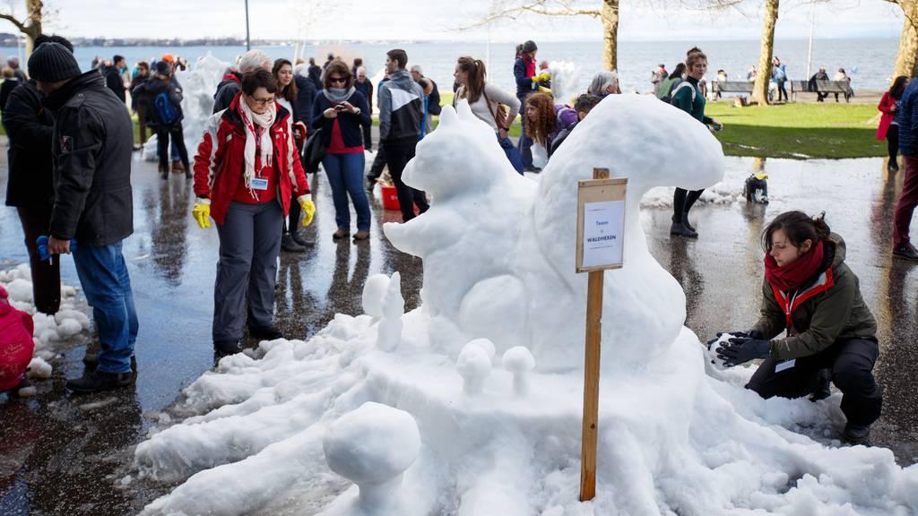Schneeskulpturen, Skirennen und Slam