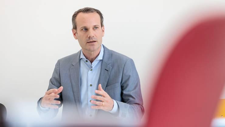 Zur richtigen Zeit am interessanten Ort: Kantonsarzt Lukas Fenner an seinem Arbeitsort im Solothurner «Ambassadorenhof».
