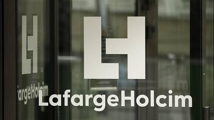 Die lokalen Behörden haben am Dienstag die Büros des Schweizer Zementriesen Lafarge Holcim in Paris und Brüssel durchsucht. (Archiv)