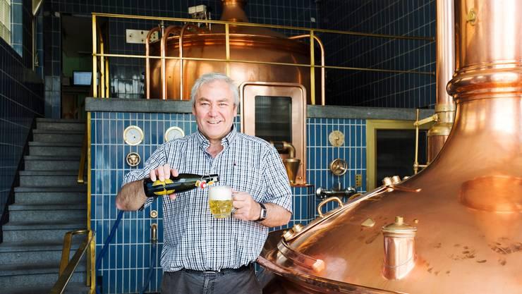 Prost für die Abwasserreinigung: CVP-Nationalrat und Braumeister Alois Gmür musste wegen der Coronakrise 20'000 Liter Bier wegschütten.