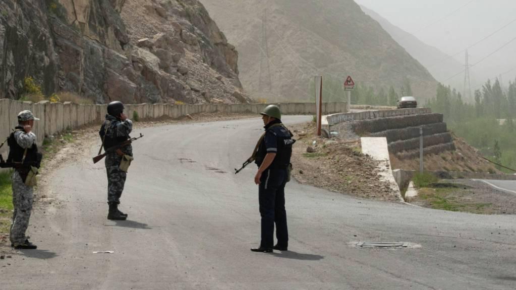 Nach einem neuen Anlauf für einen Waffenstillstand hat sich die Lage an der Grenze zwischen Kirgistan und Tadschikistan in Zentralasien beruhigt.