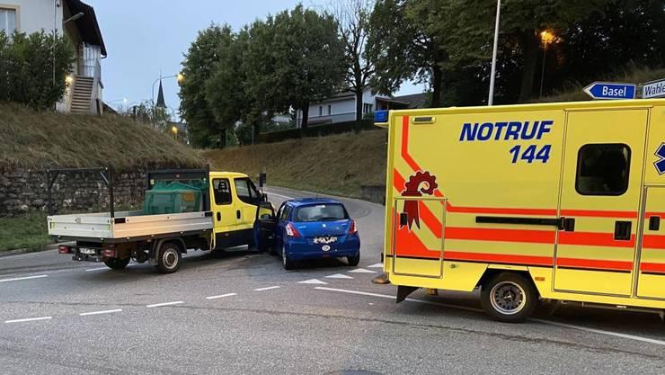 Die beiden Fahrzeuge kollidierten. Der Lieferwagenlenker verletzte sich dabei leicht.