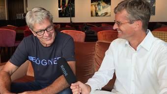 Bernhard Russi im Gespräch mit Autor und Sportjournalist Thomas Renggli.