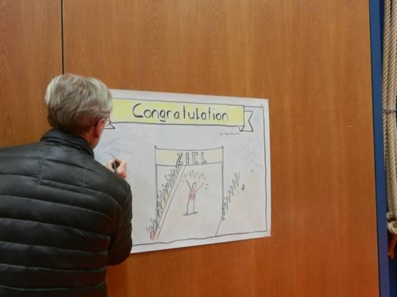 Auch die Gemeinde Feldbrunnen feiert die Triathletin. Nach der Gemeindeversammlung vom Montag unterschreiben die Einwohner eine Gratulation für Daniela Ryf. Am 15.Dezember gibt es dann einen Empfang.