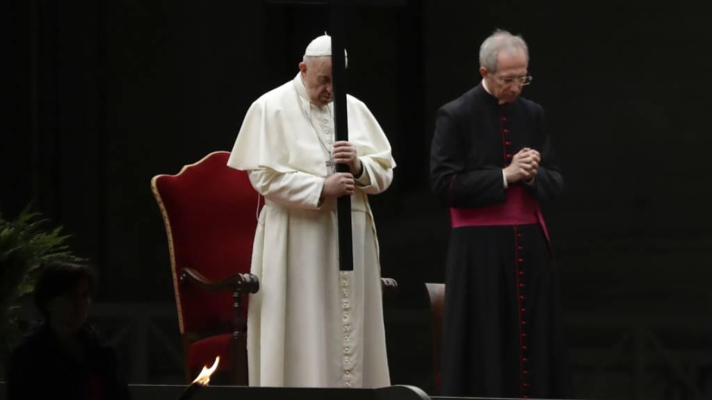 Papst begeht Karfreitags-Prozession mit Gefängnis-Texten