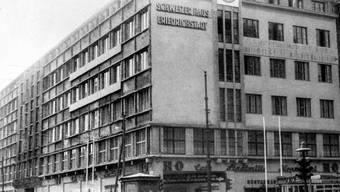 Das Schweizerhaus Friedrichstadt an der Ecke Fiedrichstrasse und Leipzigerstrasse in Ostberlin, wo die Schweiz bis 1953 ihre Delegation unterbrachte. (Bild: Keystone)