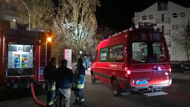 Die Feuerwehr Grenchen löschte einen Kellerbrand in einem Mehrfamilienhaus.