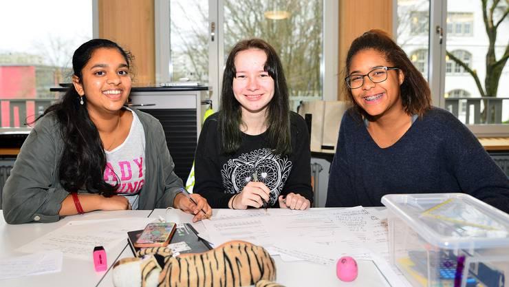 Thapusija, Helena und Shadi sehen keine Probleme darin, dass in ihrer Sekundarklasse an der Schule Neuenhof fast nur Ausländer sind. «Die Nationalität spielt doch keine Rolle», sagen sie.