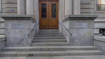 Angestellte der Basler Gerichte dürfen bei Anwesenheit der Öffentlichkeit keine sichtbaren, religiösen Symbole tragen. (Archivfoto)