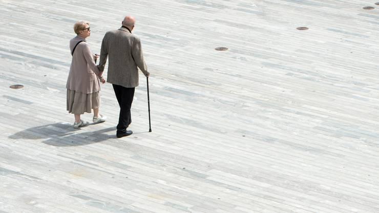 Folgt der Bundesrat der Empfehlung seiner BVG-Kommission, werden die Renten für viele Pensionierte sinken. (Symbolbild)