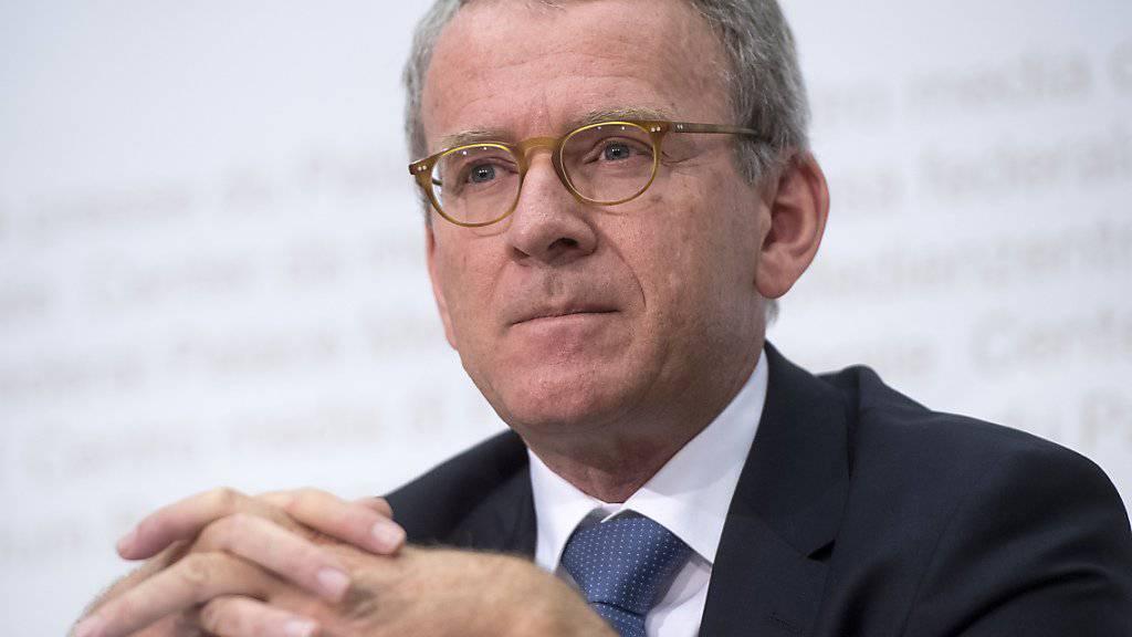 Wartet darauf, dass das Parlament das Schweizer Datenschutzgesetz bald modernisiert: der eidgenössische Datenschützer Adrian Lobsiger. (Archivbild)