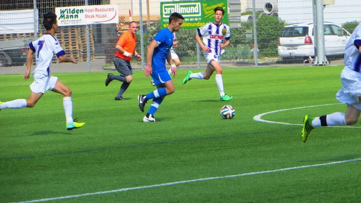 Hopp FC Frenkendorf, auch der Schiri hatte Laufarbeit zu betreiben.