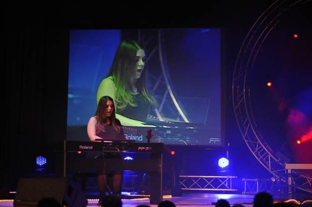 Die Bettlacherin Natascha Schaffner hat sich selbst zum Lied «Someone like you» von Adele, mit dem Klavier begleitet und wurde Dritte bei der zweiten Kategorie