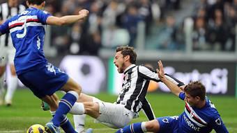 Gaetano Berardi foult Juves Claudio Marchisio penaltyreif