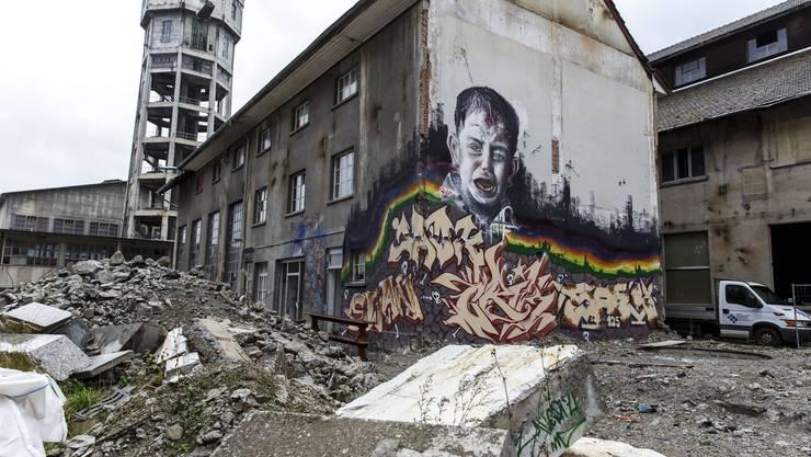 Eine internationale Künstlerszene gibt sich während dreier Monate ein Stelldichein auf dem Areal Attisholz Nord. Das Happening «Kettenreaktion» ist eine Zwischennutzung der Industriebrache.