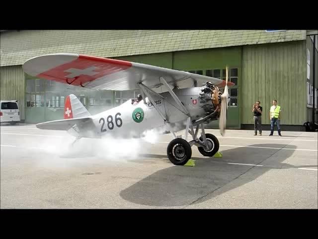 Die Grenchner Dewoitine zeigt am 3.August 2017 erneut ihre Flugkünste