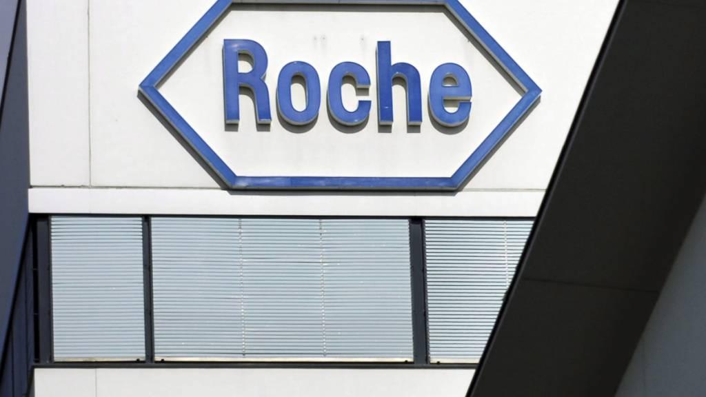 Der Pharmahersteller Roche beliefert die Schweiz mit Antikörper-Cocktails gegen das Coronavirus. (Archivbild)