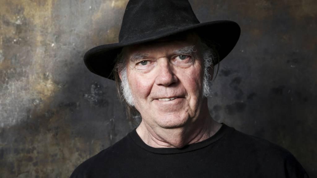 Neil Young beantragt US-Staatsbürgerschaft weil er wählen will