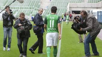 Mesut Özil wechselt doch ins Ausland