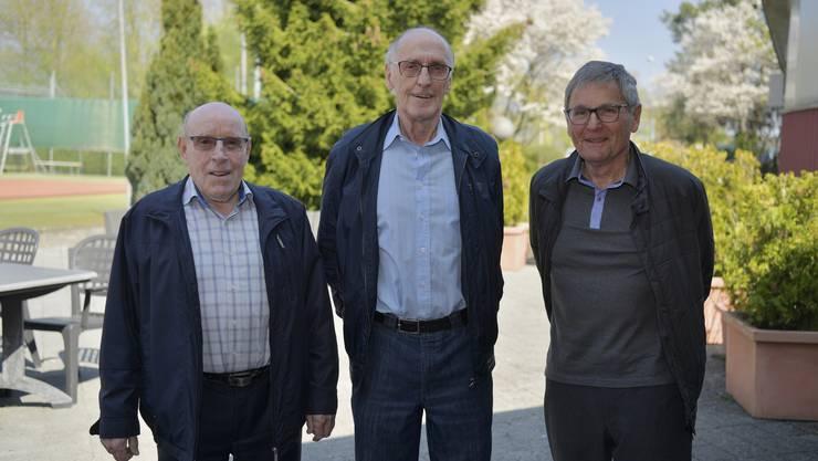 Vor 60 Jahren gewann der FC Grenchen den Cupfinal. Damals als Spieler auf dem Feld von links: Walter Löffel, Andreas Fankhauser und Hans Roth.