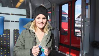 Corinne Gasser strickt für syrische Flüchtlinge