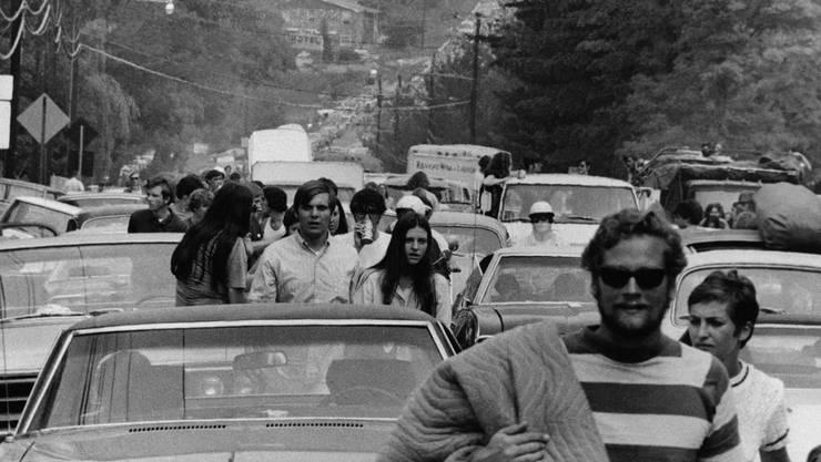 Das US-Magazin Forbes hat die zehn grössten Verkehrsstaus der Welt ermittelt. In Bethel (US-Staat New York) kommt es im August 1969 zu einem Mega-Stau: Als rund eine halbe Million Menschen das Woodstock-Festival verlassen wollen, kommt der Verkehr drei Tage lang auf einer Strecke von 35 Kilometern zum Erliegen.