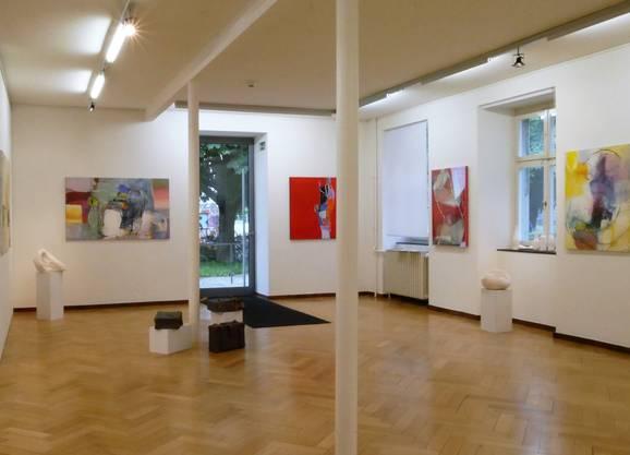 Esther Link (Kunstkeramik) und Peter Gospodinov (Malerei) zeigen eine stimmungsvolle Komposition im Museum Birsfelden.