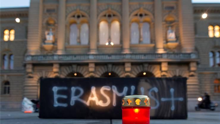 Symbolische Beerdigung des Erasmus-Programms.