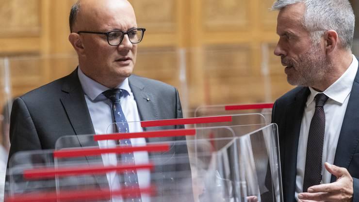 Der Rettungsplan für die Reisebüros ist aufgegleist: Nicolo Paganini (links) am Mittwoch im Nationalratssaal, im Gespräch mit Lorenz Hess (BDP/BE).