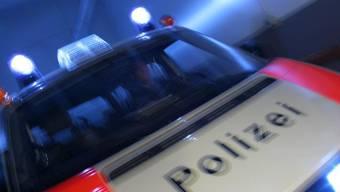 Im Zürcher Stadtkreis 11 wurde am Sonntagnachmittag ein Mann angeschossen und dabei lebensgefährlich verletzt.