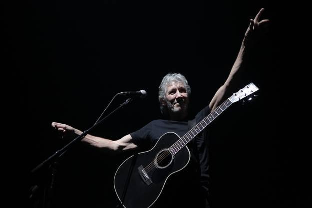 Roger Waters mit seiner schwarzen Gitarre