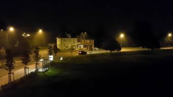 Nach dem Glockenschlag um 1 Uhr nachts: Lichterlöschen an der Hauserstrasse in Windisch.
