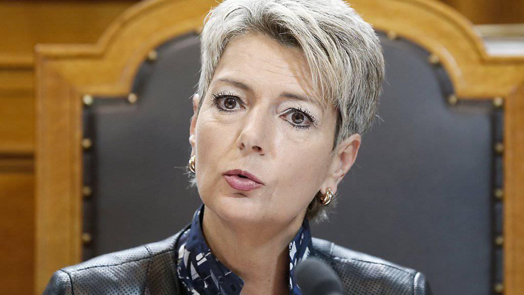 Die St. Galler FDP-Ständerätin Karin Keller-Sutter verlangt eine weiter gehende Senkung des EO-Beitragssatzes (Archivbild).