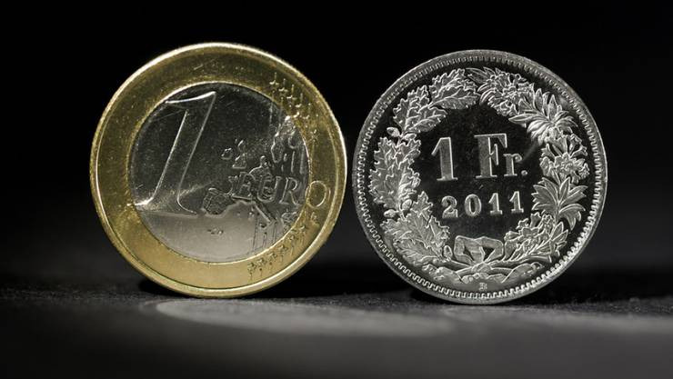 Lange fast gleich viel wert: nun verliert der Franken wieder an Wert.