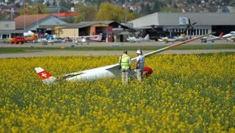 Ein Segelflugzeug landete unfreiwillig im Rapsfeld.