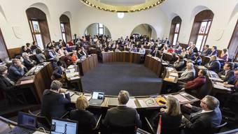 Die können lange warten. Blick von der Regierungsbank in den Kantonsratssaal.
