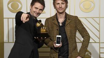 Matthew Bellamy und Dominic Howard nach der Verleihung des Grammy Awards vergangene Woche in Los Angeles (Archiv).